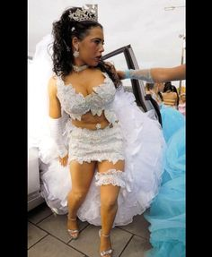 The most special day in a person's life may be on their wedding. Here are some of the worst wedding dress fails ever! Wedding Dress Fails, Weird Wedding Dress, Tacky Wedding, Wedding Fail, Before Wedding, Wedding Dresses Photos, Wedding Humor, Dream Wedding Dresses, Wedding Gowns