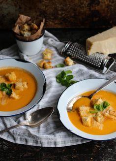 creme tiede de tomates  http://fr.chatelaine.com/cuisine/creme-de-tomates-tiede/