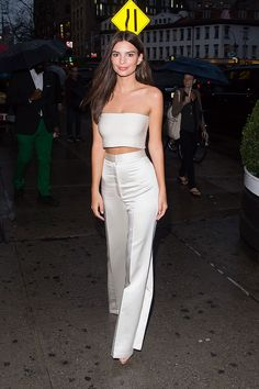 Emily Ratajkowski takes a break from NYFW for date night with beau Abs-olutely fabulous: Heading out for a bite to eat before attending yet more shows and parties, the actress rocked a stylish ensemble as she spent some quality time with her musician beau Mode Outfits, Fashion Outfits, Womens Fashion, Emily Ratajkowski Style, Emily Ratajkowski White Dress, Looks Style, My Style, Mode Grunge, Dinner Outfits