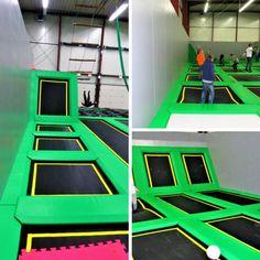 AUSFLUGSTIPP: MAD - Move Artistic Dome Im MAD kann man Trampolin springen, Parcours laufen und Trick erlernen. Der MAD richtet sowohl Kindergeburtstage als auch Teambuildingmaßnahmen für Firmen aus. Cool, trashig, hip. Empfehlenswert!
