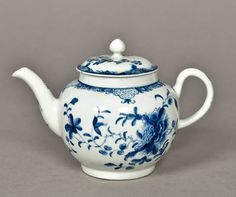 Lot 709 - An 18th century blue and white porcelain An 18th century blue and white porcelain teapot and cover, probably Worcester Decorated with floral sprays. 12 cm high. CONDITION REPORTS: Generally good condition, expected wear, firing crack around handle.
