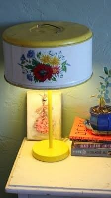 Lamp made with a vintage cake carrier. Lamp made with a vintage cake carrier. Home Crafts, Diy Home Decor, Diy And Crafts, Diy Recycling, Upcycle, Reuse, Repurposing, Vintage Diy, Vintage Office