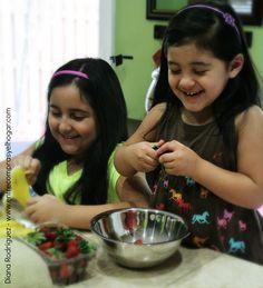 """Mis nenas Inspiradas en la nueva Película de Disney """"The Pirate Fairy"""" Preparan una deliciosa merienda, Ensalada de Frutas en capas! #hadapirata #ad"""