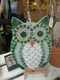 like the square tiles for eys and the beak shape.need more color thoe Owl Mosaic, Mosaic Garden Art, Mosaic Flower Pots, Mosaic Birds, Mosaic Diy, Mosaic Crafts, Mosaic Projects, Mosaic Rocks, Mosaic Stepping Stones