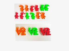 Dijes en acrílicos de 1 a 3 cm en variados colores y figuras