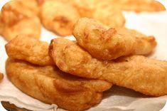 Op dit eetdagboek kookblog : Naast de oliebollen en appelbeignets gebakken. Lekker voor bij de nasi van vanavond! Ingrediënten: 6 bananen, kaneel, 200 gram Koopmans oliebollen mix, 400