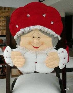 "Cubresillas ""Viejita""... Christmas Sewing, Christmas Projects, Christmas Holidays, Christmas Decorations, Xmas, Crafts To Do, Felt Crafts, Felt Ornaments, Christmas Ornaments"