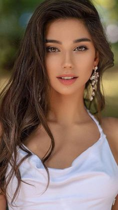 27 Gorgeous Girls With The Most Beautiful Eyes In The World - ZestVine - 2021 Most Beautiful Eyes, Gorgeous Women, Girl Face, Woman Face, Beauty Full Girl, Beauty Women, Brunette Beauty, Jolie Photo, Beautiful Actresses