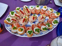 Kleine Happen Caprese Salad, Bruschetta, Ethnic Recipes, Food, Essen, Meals, Yemek, Insalata Caprese, Eten