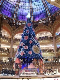 Big Christmas tree inside of LaFayette, Paris Big Christmas Tree, Christmas In Paris, Merry Christmas And Happy New Year, Christmas Photos, Beautiful Christmas, All Things Christmas, Christmas Holidays, Christmas Wreaths, December Holidays