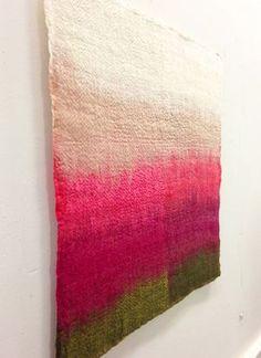 This website showcases contemporary art made of handmade felt. Weaving Loom Diy, Felt Wall Hanging, Felt Pillow, Felt Pictures, Wool Embroidery, Textile Fiber Art, Thread Painting, Macrame Design, Felting Tutorials