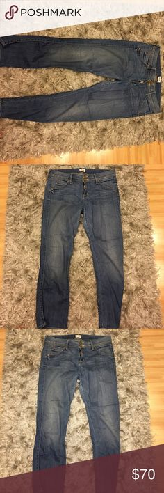 Hudson 👖 Size 31 Hudson stretchy jeans 👖 slight fade in color from wash otherwise great condition ! Hudson Jeans Pants