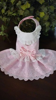He encontrado este interesante anuncio de Etsy en https://www.etsy.com/es/listing/449710032/vestido-de-lujo-ojal-blanco-rosa-para