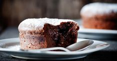 Want to impress your loved ones with something sweet and delicious? We suggest you give this Molten Cake a try. Chocolate Lava, Chocolate Lovers, Cake & Co, Lava Cakes, Biscuit Cookies, Something Sweet, Mini Cakes, Delicious Desserts, Sweet Tooth