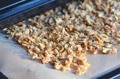 Dehydrator Basics & Granola from A Dash of Compassion. This one has coconut oil and flakes, plus maple syrup. They would be good to experiment with. Raw Vegan Breakfast, Breakfast Desayunos, Breakfast Recipes, Dessert Recipes, Raw Vegan Recipes, Healthy Recipes, Vegan Meals, Healthy Tips, Sin Gluten