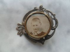 Vintage Photo Button Brooch  Photo Badge  Mourning by TinTack, €20.00