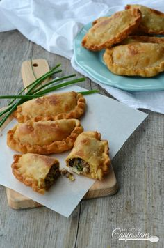 This Argentine Empanadas is the only recipe you will ever need! The easy dough recipe results in a delicious flaky crust and the beef filling is beyond amazing. You can also fill the empanadas with chicken, ham and cheese, or even spinach and cheese. Healthy Beef Recipes, Lunch Recipes, My Recipes, Delicious Recipes, Empanadas Recipe Dough, Beef Empanadas, Spinach Cake, Spinach And Cheese, Gastronomia