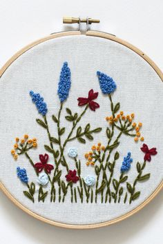 french knots how to French Knot Embroidery, Wedding Embroidery, Embroidery Flowers Pattern, Hand Work Embroidery, Embroidery Hoop Art, Hand Embroidery Designs, Floral Embroidery, Embroidery Stitches, Simple Embroidery