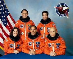 crew Front row (L-R): Kathryn Thornton, Frederick Gregory, Story Musgrave Back row (L-R): Manley Carter, John Blaha Miss. Back Row, Front Row, Story Musgrave, Hubble Space Telescope, Nasa Space, Nasa History, Space Shuttle, Wwii, Discovery