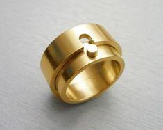 Wedding rings by Angelica Komis - Eheringe Contemporary Jewellery, Modern Jewelry, Jewelry Art, Gold Jewelry, Jewelry Rings, Jewelry Accessories, Fine Jewelry, Men's Jewellery, Designer Jewellery