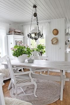 VIBEKE DESIGN: Kom igjen SOMMER!! Vi venter......Note the ceiling.  I'm still thinking of doing this in my bedroom.