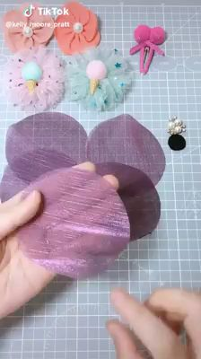 作ってみたいシリーズ how should a denim jacket fit on a woman - Woman Denim Jacket Ribbon Crafts, Flower Crafts, Fabric Crafts, Sewing Crafts, Sewing Projects, Paper Crafts, Easy Fabric Flowers, Fabric Flower Tutorial, Diy Flowers