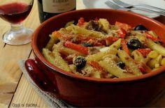 Pasta al forno con peperoni, tonno e mozzarella