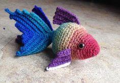 I'm not usually into amigurumi but I like this one. Fancy Goldfish Amigurumi By Kate Wood - Free Crochet Pattern - (ravelry) Crochet Fish, Mode Crochet, Knit Or Crochet, Crochet Animals, Crochet Crafts, Yarn Crafts, Crochet Baby, Crochet Projects, Crochet Hippo