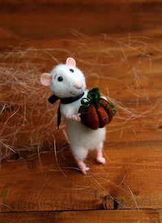 Nadelfilz-Maus mit Kürbis, Halloween Maus, Herbst Maus, gefilzte Maus