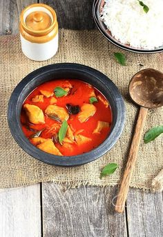 Your favorite fish in a tangy spicy gravy.If you would like to know more about Kerala cuisine start here! Basa Fish Recipes, Seafood Recipes, Indian Food Recipes, Asian Recipes, Kerala Recipes, Indian Foods, Fish Dishes, Tasty Dishes, Kerala Fish Curry