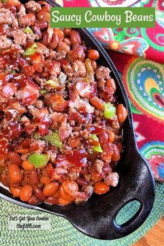 Saucy Cowboy Beans with Bacon and Beef are hearty and filling, totally rocked-out in a sweet and tangy bbq sauce. Baked Bean Recipes, Chicken Recipes, Side Dish Recipes, Dinner Recipes, Meal Recipes, Crockpot Recipes, Tina Recipe, Cowboy Beans, Easy Skillet Meals