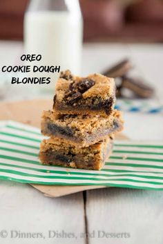 Looking for Fast & Easy Dessert Recipes! Recipechart has over free recipes for you to browse. Find more recipes like Oreo Cookie Dough Blondies. Fun Desserts, Delicious Desserts, Dessert Recipes, Yummy Food, Oreo Cookie Dough, Oreo Cookies, Bar Cookies, Cookie Bars, Brownie Recipes