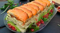 pastel de salmón ahumado Spanish Cuisine, Food Festival, Fresh Rolls, Salmon Burgers, Dips, Sandwiches, Salads, Menu, Healthy Recipes
