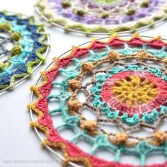 Crochet world, crochet art, crochet home, free crochet, free mandala cr Crochet World, Crochet Home, Free Crochet, Crochet Dreamcatcher Pattern Free, Crochet Mandala Pattern, Crochet Stitches, Crochet Afghans, Crochet Blankets, Crochet Wall Art