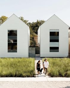"""Simplicity and affordability go hand in hand in this """"Row on 25th"""" development in Houston, Texas by Shade House Developments."""