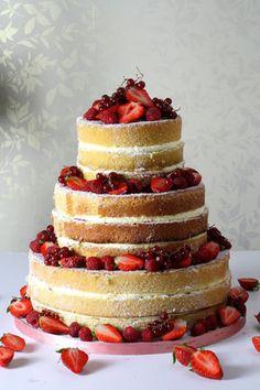 Een nieuwe trend om taart te maken sinds 2014, is naked wedding cake, de naakte taart misschien een gekke naam voor taart als wij het letterlijk vertalen. Als je weinig budget hebt voor je bruiloft of feest is dit een goede trend voor jou.