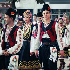 koffeetumbler: Traditional Outfits, Bulgaria - It Was A Work of Craft Folk Costume, Costumes, Art Populaire, Folk Clothing, Ethnic Fashion, Folk Fashion, People Of The World, Bulgarian, Looking Gorgeous