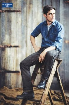 Another good pose for a guy, and use of prop. #photogpinspiration #highschool #seniors #photography