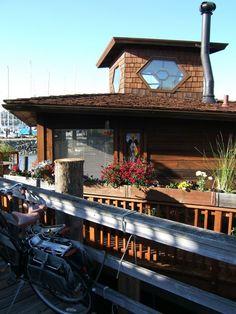 Sausalito, CA tiny houseboat.  Love! <3