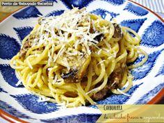 Carbonara with fresh sausage and mushrooms Fresca, Sausage, Spaghetti, Stuffed Mushrooms, Ethnic Recipes, Foods, Noodle Recipes, Meat Recipes, Recipes With Sausage