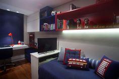 CASA DE VALENTINA | CHEIO DE BOSSA  #quarto #menino #londres #tematico #azul #vermelho #decor #decoracao #home #casa #bedroom