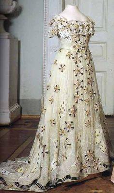 Dress of Tsarina Alexandra Romanova, 1890s-1910s (via 10 - Retronaut)