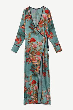 Zara has just launched a wedding guest collection—and it's as epic as you'd imagine. We love this slinky floral kimono because you can wear it casually over jeans too. Kimono Outfit, Kimono Fashion, Boho Fashion, Dress Outfits, Vintage Fashion, Dresses, Zara Fashion, Green Kimono, Green Dress
