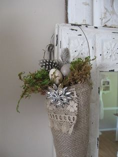 I'd like to try my own version. Love burlap.