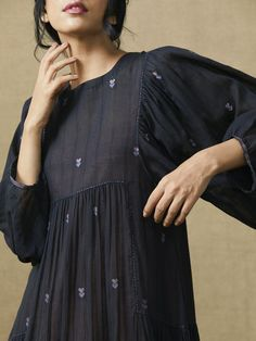 Thoughts In Ink Dress - Pakistani dresses Pakistani Dresses Casual, Indian Dresses, Indian Outfits, Kurta Designs, Blouse Designs, Frock Fashion, Fashion Dresses, Fashion Clothes, Stylish Clothes