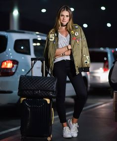 Stylish Jacket Outfits To Wear All Season For Ladies – Trendy Fashion Ideas Trendy Fashion, Girl Fashion, Fashion Outfits, Travel Outfits, Travelling Outfits, Travel Ootd, Fashion Ideas, Airplane Outfits, Moda Do Momento