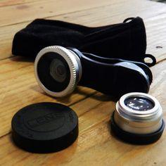 """Ahora puedes ser un fotógrafo profesional solo con tu Smartphone. Es tan fácil como colocar estas lentes 3 en 1 con soporte en forma de clip universal para conseguir 3 efecto diferentes en tus fotografías: Macro, Gran Angular y """"Fish Eye"""" (muy de moda entre los más jóvenes). Deja impresionados a todos los seguidores de tus redes sociales subiendo fotografías realmente increíbles que conseguirás con estas lentes. Además, funciona con la mayoría de Smartphones y tablets."""