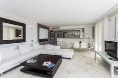 CORSE APARTMENT | Disfruta de la elegante decoración y del lujo de las vistas hacia la bahía de Ibiza de este espectacular apartamento de 150 m2.  #ibiza #luxury #ibizaluxury #apartments