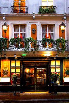 Le Procope, Latin Quarter. Incrível fazer uma refeição no mesmo lugar em que Victor Hugo e Napoleão frequentaram.