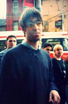 Find images and videos about smoke, oasis and liam gallagher on We Heart It - the app to get lost in what you love. Gene Gallagher, Lennon Gallagher, Liam Gallagher Oasis, Rock Music Quotes, Song Quotes, Liam Oasis, Oasis Music, Oasis Band, Sara Bareilles